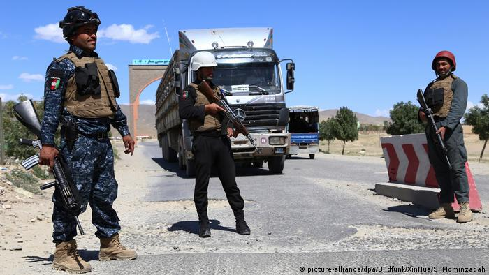 Afghanistan: Checkpoint in Ghazni