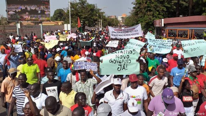 Guinea-Bissau, Proteste gegen die Regierung in Bissau (DW/F. Tchuma Camará)