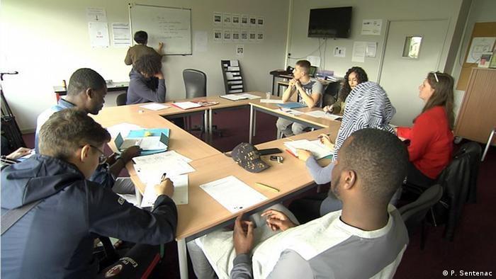 Jovens desempregados no centro Mission Locale, no departamento de Seine-et-Marne