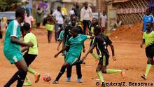 Kamerun Mädchen-Fußball Frauen-Fußball (Reuters/Z. Bensemra)