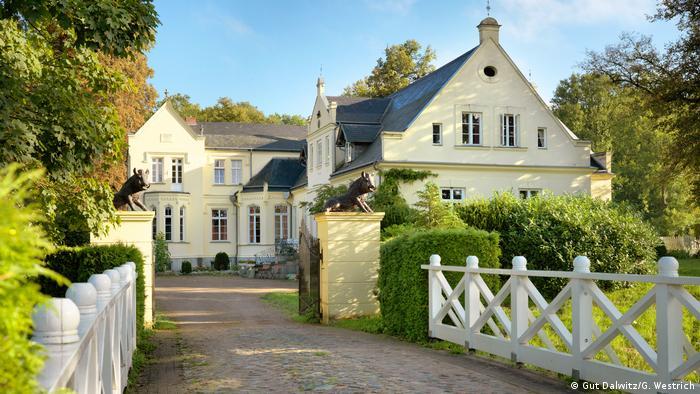 Deutschland Herrenhäuser in Mecklenburg-Vorpommern Gut Dalwitz