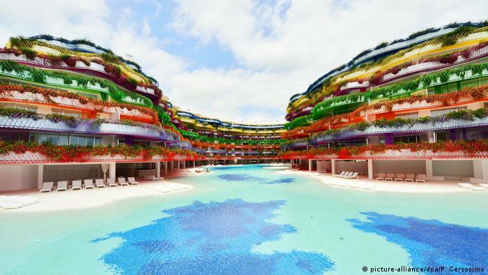 We're going to Ibiza Bildergalerie Ibiza Urlaub Tourismus (picture-alliance/dpa/P. Cersosimo)