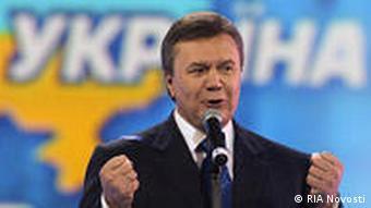 Wiktor Janukowitsch spricht in ein Mikrofon (Foto: RIA Novosti)