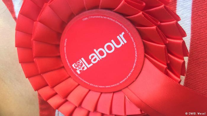 Reportage London vor Europawahl 2019 Labour Rosette