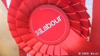 Reportage London vor Europawahl 2019 Labour Rosette (DW/B. Wesel)