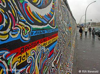 A streth of the East Side Gallery in Berlin