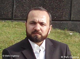 احمد اسماعیلی میگوید که در ایران به سنیها برای اجرای مراسمهای دینی مجوز نمیدهند