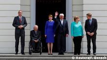 70 Jahre Grundgesetz - Frank-Walter Steinmeier, Elke Buedenbender, Wolfgang Schaeuble, Daniel Guenther, Andreas Vosskuhle und Angela Merkel vor dem Schloss Bellevue