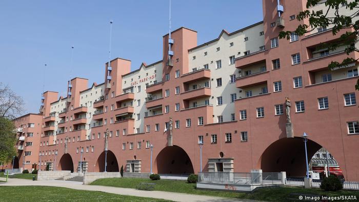 Österreich: Gemeindebau Karl-Marx-Hof in Wien (Imago Images/SKATA)