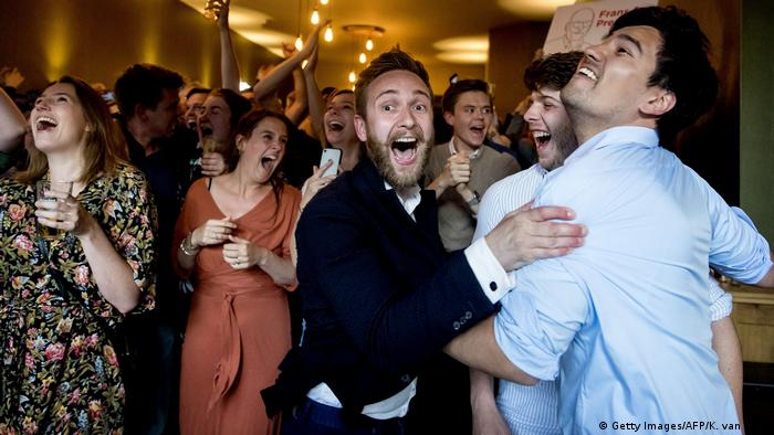 PvdA members celebrate in the Netherlands Feier (Getty Images/AFP/K. van Weel)
