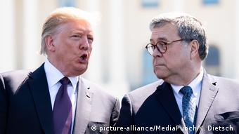 USA Trump mit Barr in Washington (picture-alliance/MediaPunch/K. Dietsch )
