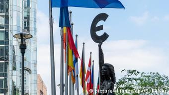 Με λογιστικούς όρους πλέον η συζήτηση για το πόσα δίνει και πόσα παίρνει ο καθένας από τον ευρωπαϊκό προϋπολογισμό...