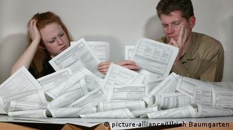 Для получения пособия Hartz IV молодой семье придется заполнить примерно столько формуляров