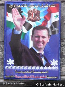 همیشه در صحنه؛ در هر گوشه و کناری رد سوریه عکس رییسجمهور این کشور به چشم میخورد