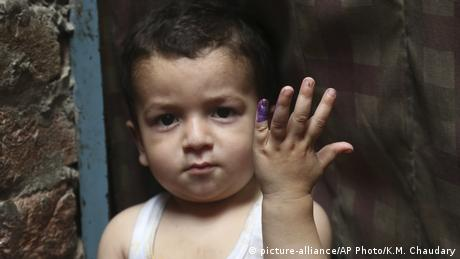 Pakistan Polio Impfung in Lahore (picture-alliance/AP Photo/K.M. Chaudary)