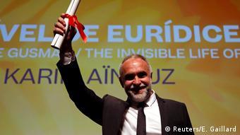 Karim Aïnouz durante premiação da mostra Um Certo Olhar, em Cannes