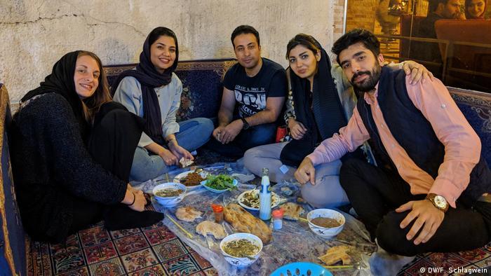 Dinner in Mashhad, Iran (DW/F. Schlagwein)