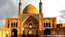 The historic Agha Bozorg Mosque in Kashan, Iran at sunset (DW/F. Schlagwein)