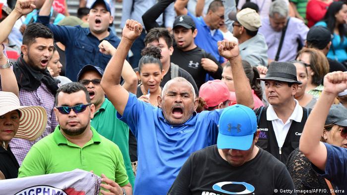 Honduras Proteste von Lehrern und Ärzten in Tegucigalpa (Getty Images/AFP/O. Sierra)