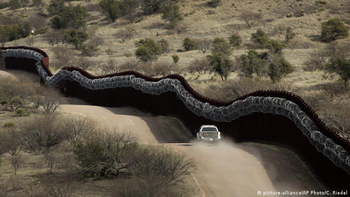 Muro na fronteira entre Estados Unidos e México