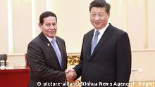 (190524) -- BEIJING, May 24, 2019 (Xinhua) -- Chinese President Xi Jinping meets with Brazilian Vice President Hamilton Mourao at the Great Hall of the People in Beijing, Capital of China, May 24, 2019. (Xinhua/Pang Xinglei) | Keine Weitergabe an Wiederverkäufer.