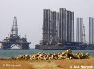 اختلاف بر سر  مالكيت برخي از چاههاى نفت و گاز سبب تقويت نظاميگرى در دريا شده است.