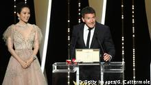 CANNES, FRANCE - MAY 25: Antonio Banderas receives the Best Actor award for his role in Dolor Y Gloria at the Closing Ceremony during the 72nd annual Cannes Film Festival on May 25, 2019 in Cannes, France. (Photo by Gareth Cattermole/Getty Images)
