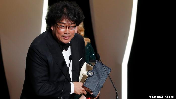 Bong Joon-ho recebe a Palma de Ouro em Cannes