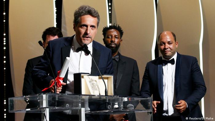Kleber Mendonça Filho recebe prêmio em Cannes
