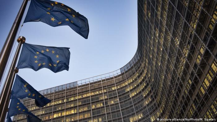 Флаги ЕС перед офисом Еврокомиссии в Брюсселе