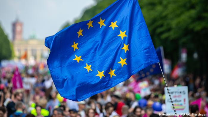 A protester waves the European Union flag during a pro-Europe demonstration (Getty Images/AFP/O. Messinger)