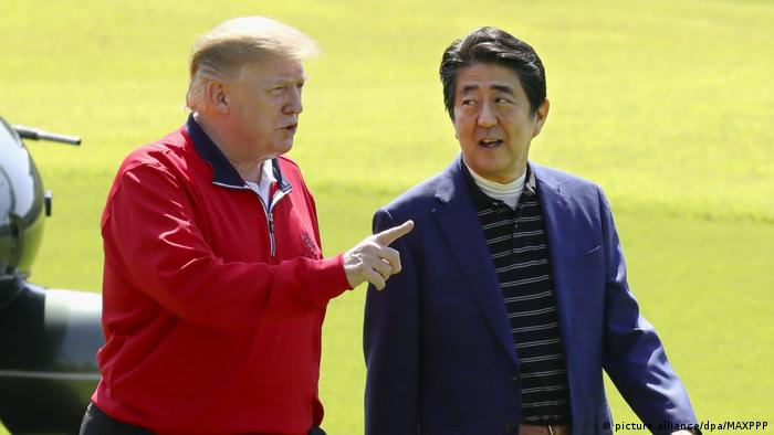 Japan Staatsbesuch l US-Präsident Donald Trump trifft Japanischen Ministerpräsidenten Shinzo Abe (picture alliance/dpa/MAXPPP)
