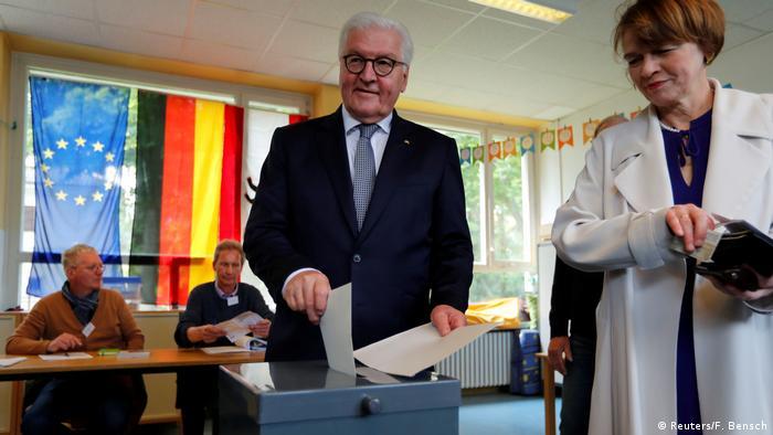 German President Frank-Walter Steinmeier and his wife Elke Buedenbender cast their votes in Berlin