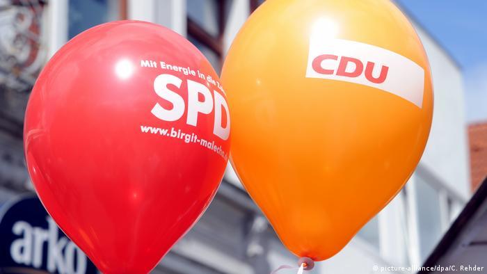 Воздушные шары с надписями СДПГ и ХДС
