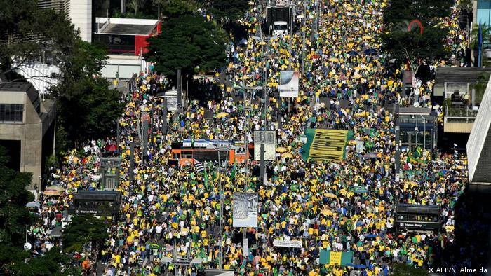 Brasilien Demonstration in Sao Paulo (AFP/N. Almeida)