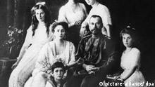 Tsar Nikolaus II with his family (picture-alliance/ dpa)
