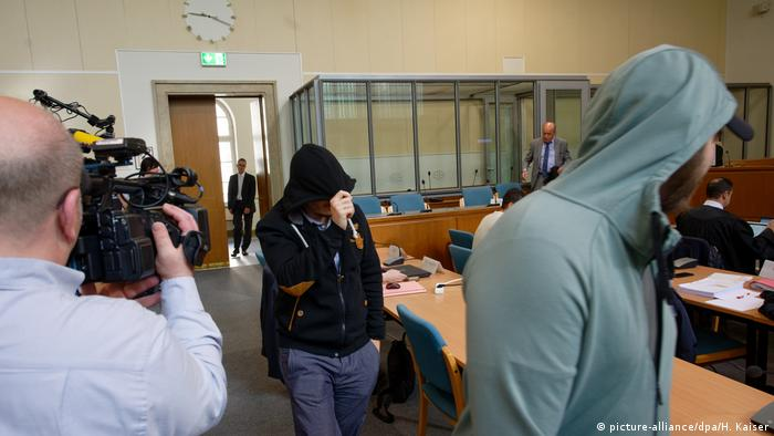 Accused 'Sharia police' members on trial in Wuppertal (picture-alliance/dpa/H. Kaiser)