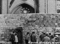 Zamurowane w 1961 r. wejście do kościoła przy Bernauer Strasse. W 1985 r. na rozkaz Honeckera kościół został zburzony