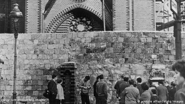 1961 год, закрытый вход в церковь