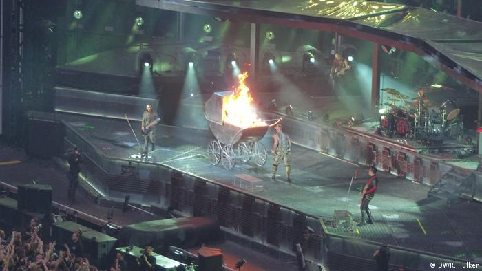 A burning buggy on the stage (DW/R. Fulker)