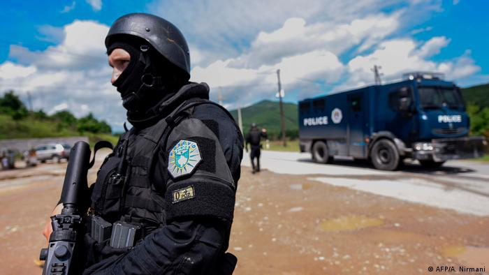 Kosovo Polizei nach Ausschreitungen im Norden (AFP/A. Nirmani)