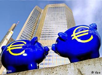 A picture of two piggy banks with Euro symbols in front of the European Central Bank