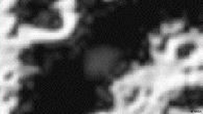 Pada bulan September 2009,Lunar water merupakan air yang berada di bulan. Air dengan bentuk cair tidak bisa berada di permukaan bulan, dan uap air menguap karena sinar matahari. Pada September 2009, misi ISRO Chandrayaan-1 berhasil mendeteksi air di bulan pertama kalinya dengan menggunakan moon mineralogy mapper.