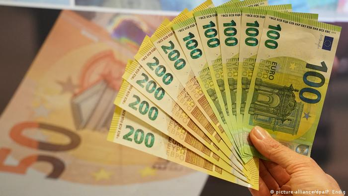 New 100 and 200 euro notes