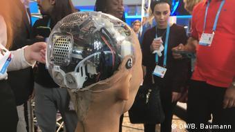 Blick in die Schaltzentrale des humanoiden Roboters namens Sophia