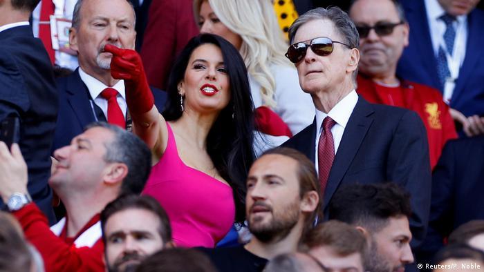 Fußball Besitzer des FC Liverpool John Henry mit Frau