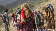Fleeing Yazidi women and children (picture-alliance/Y. Akgul)