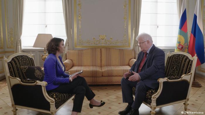 Владимир Чижов во время интервью с Жанной Немцовой