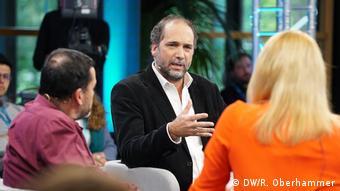 30   TV-Show   Is civil society driven by networks? (Sociedad civil: ¿amplificada por las redes?)