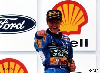 Michael Schumacher jubelt (Foto: dpa)